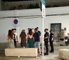 Policia Localactua en una vintena d'avisos  per renous i desallotja quatre vegades el Pla durant el cap de setmana